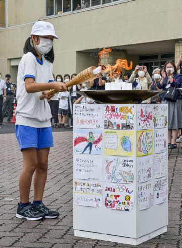 西日本豪雨被災地でパラ採火式 支援学校児童ら火をつなぐ 画像1