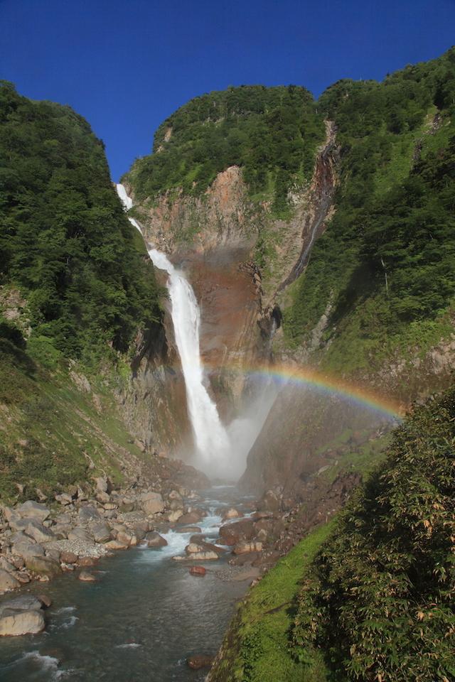 【涼を呼ぶ夏の絶景】北陸地域の美しい滝5選 画像2