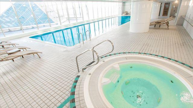 【楽天トラベル】都内で贅沢リゾート気分!東京の屋内プールがある高級ホテル16選 画像8