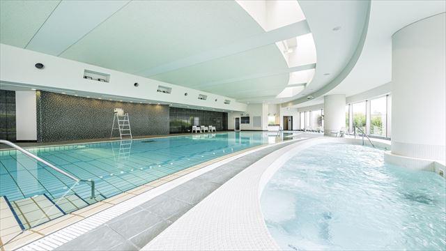 【楽天トラベル】都内で贅沢リゾート気分!東京の屋内プールがある高級ホテル16選 画像15