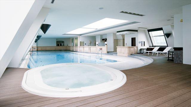【楽天トラベル】都内で贅沢リゾート気分!東京の屋内プールがある高級ホテル16選 画像16