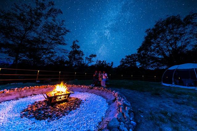 岐阜県初!星が降る湖畔の森に佇むドーム型グランピング施設「星が見の杜」 画像3