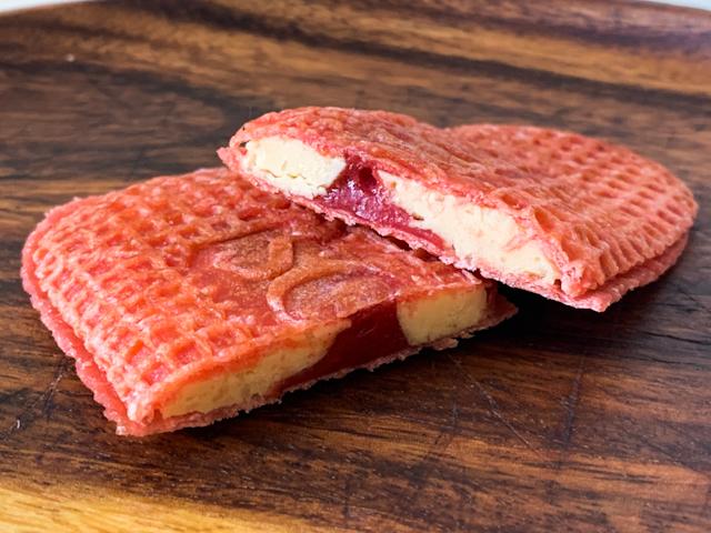 バターゴーフレット専門店「SOLES GAUFRETTE」から期間限定で登場!甘酸っぱいいちごの「バターゴーフレット スイートストロベリー」【実食ルポ】 画像8
