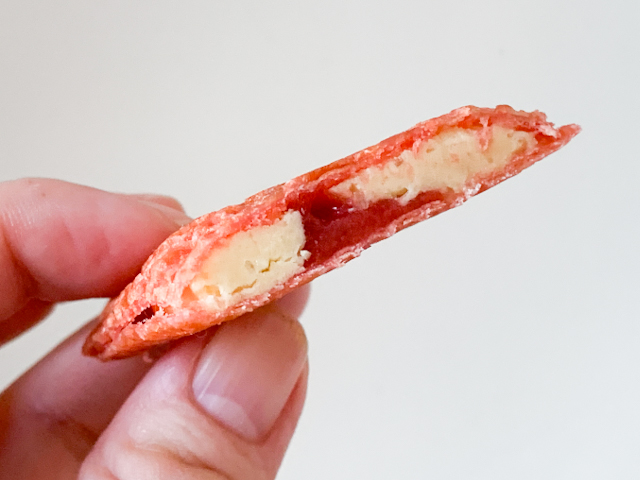 バターゴーフレット専門店「SOLES GAUFRETTE」から期間限定で登場!甘酸っぱいいちごの「バターゴーフレット スイートストロベリー」【実食ルポ】 画像9