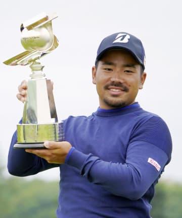 26歳の比嘉が逆転で2勝目 男子ゴルフ最終日 画像1