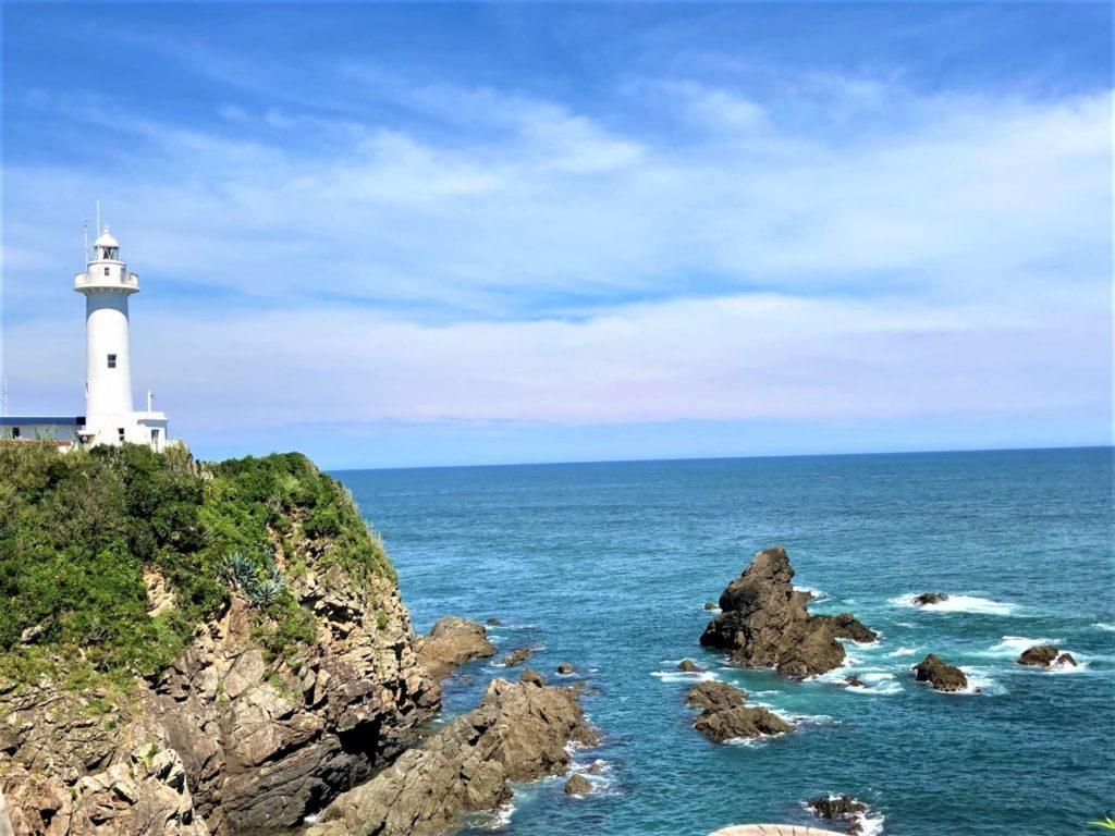 灯台の上からダイナミックな太平洋の絶景を一望!漁港ではとれたての魚介類を堪能「大王埼灯台」【三重県志摩市】 画像1