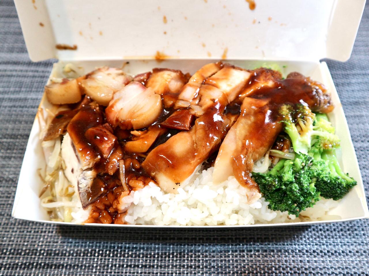 【台湾】ロースト肉が3種類のった定食「三寶飯」を人気店でテイクアウト!台北「鳳城燒臘粤菜」 画像6