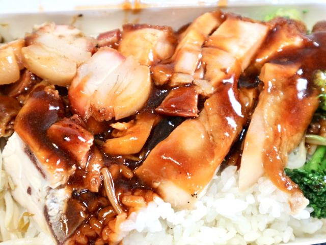 【台湾】ロースト肉が3種類のった定食「三寶飯」を人気店でテイクアウト!台北「鳳城燒臘粤菜」 画像8