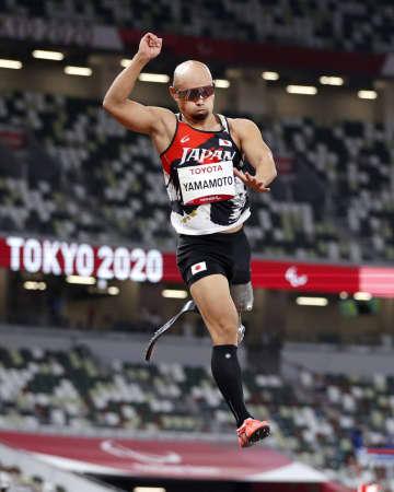 山本篤が男子走り幅跳びで4位 陸上・28日 画像1