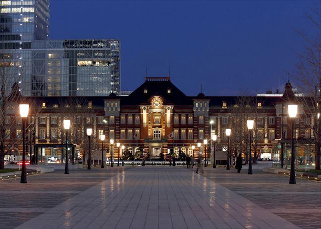 秋の香り漂うパフェ登場!東京ステーションホテル「モンブランティラミスパフェ」 画像1