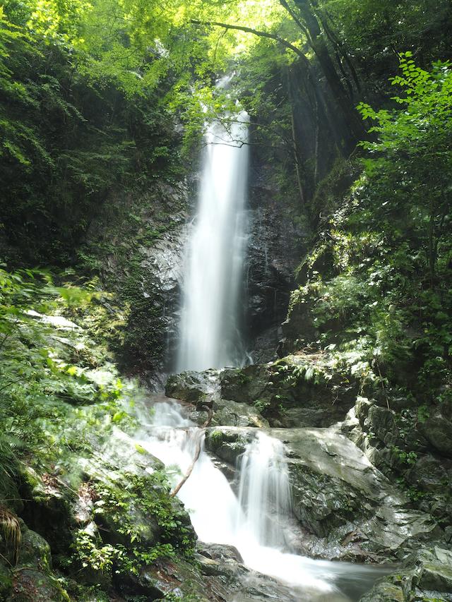 【涼を呼ぶ夏の絶景】南関東地域の美しい滝5選 画像2