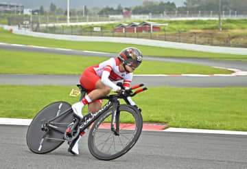 自転車杉浦、50歳日本最年長金 パラ女子個人ロードTT 画像1