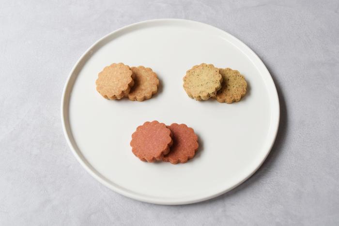 クッキーのシェイプは花型。クッキーそのものをじっくり味わっていただけるよう定番シェイプに