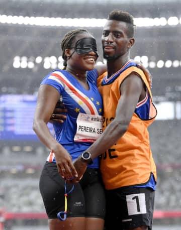 伴走者がレース直後にプロポーズ 陸上女子200m予選で 画像1