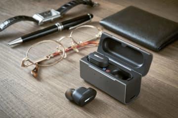イヤホン風の補聴器を商品化 シャープ、見た目こだわり 画像1