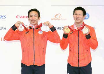 パラ競泳の木村、金に感慨深げ 2位富田とともに喜ぶ 画像1