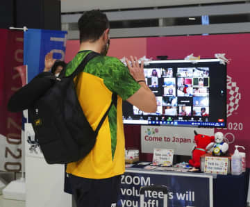 パラ海外勢、4000人出国 空港で見送り、名残惜しむ 画像1