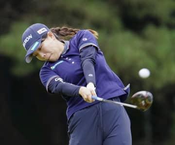 勝66で首位、渋野ら42位 日本女子プロゴルフ第1日 画像1