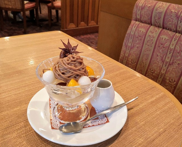 【ロイヤルホスト】秋を楽しむ「渋皮栗とほうじ茶」のデザートが登場!「モンブランパフェ」&「クリームみつまめ」実食ルポ 画像9