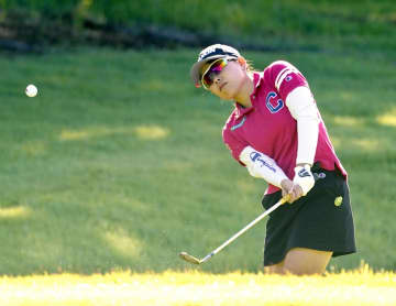 勝首位、木戸ら5人2打差 日本女子プロゴルフ第2日 画像1