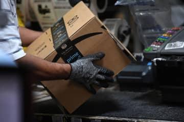 米アマゾン、従業員の学費を負担 人手不足、働き手の確保狙う 画像1