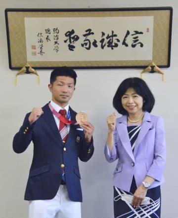 ボクシング銅の田中、駒大に報告 男子フライ級、61年ぶり表彰台 画像1