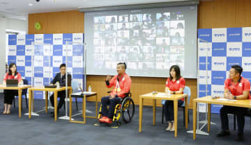 パラ陸上2冠の佐藤が報告会 競技用車いすの寄贈を計画 画像1