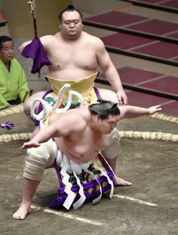 大相撲秋場所が開幕、観客5千人 照ノ富士、雄大な不知火型 画像1