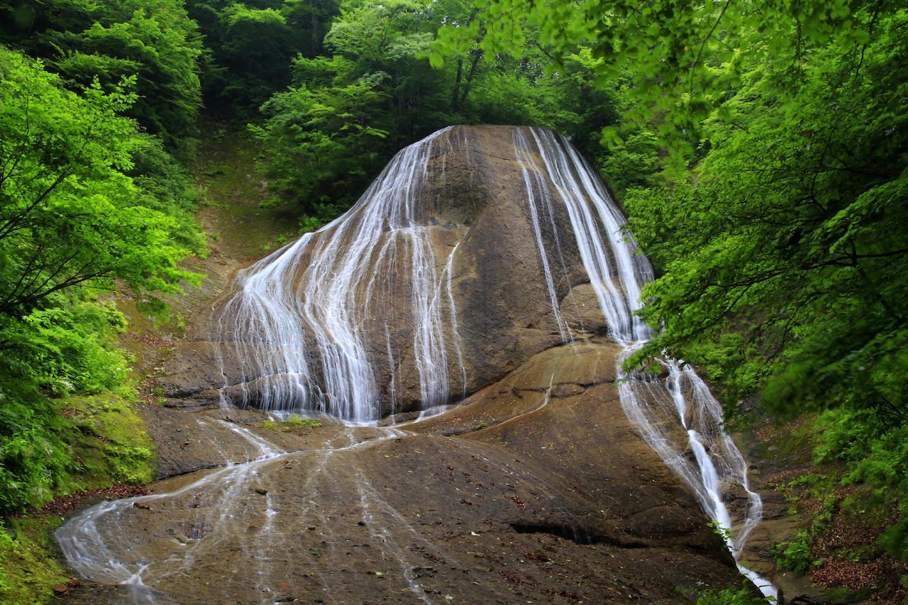 【涼を呼ぶ夏の絶景】東北地域の美しい滝5選 画像2