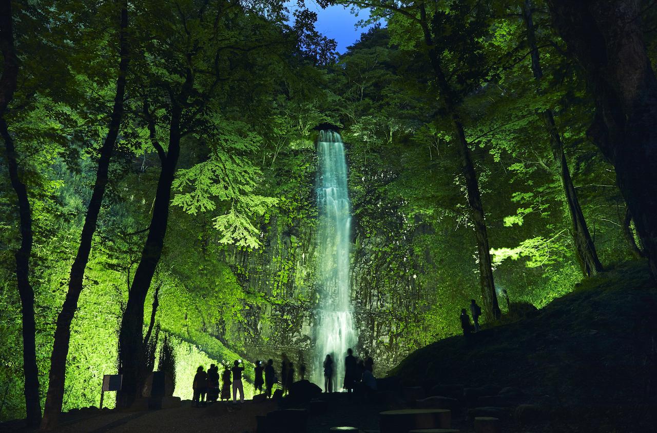 【涼を呼ぶ夏の絶景】東北地域の美しい滝5選 画像5