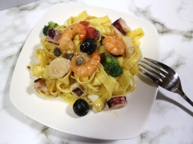 家で手軽に楽しむ本格イタリアン!レンジで温めるだけでレストランの味を再現する「ディナーパスタ」実食ルポ【ロイヤルデリ】 画像5