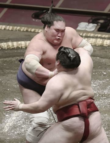 新横綱照ノ富士が3連勝 貴景3連敗、正代は2勝目 画像1