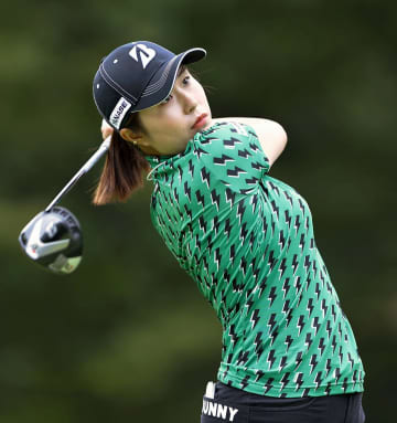 大里が6アンダーで単独首位発進 女子ゴルフ第1日 画像1