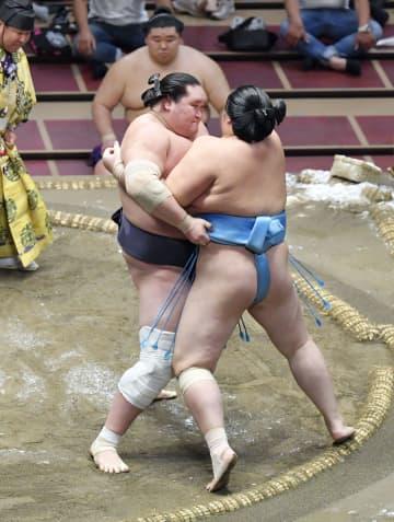 照ノ富士7連勝で首位維持 1敗は平幕の妙義龍だけ 画像1