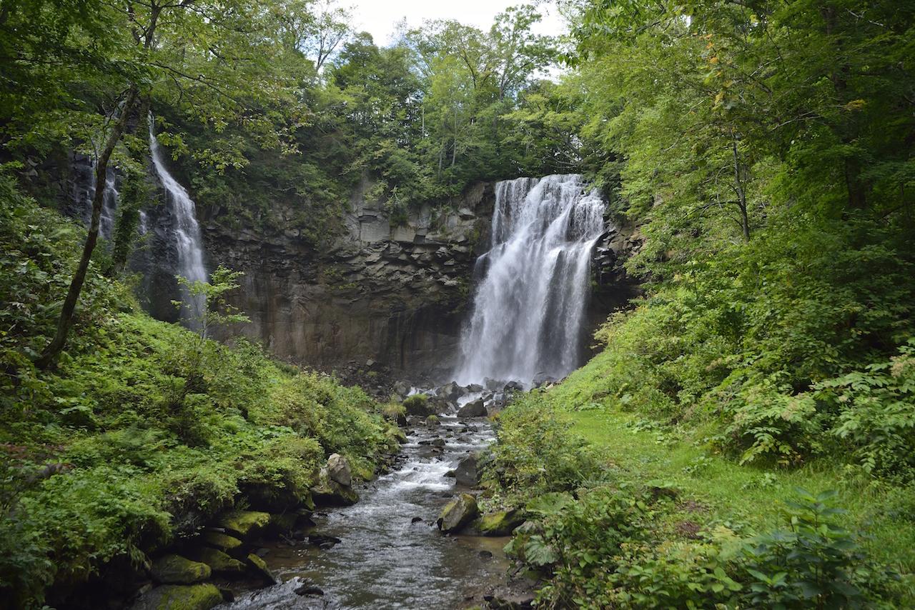 【涼を呼ぶ夏の絶景】北海道の美しい滝5選 画像2