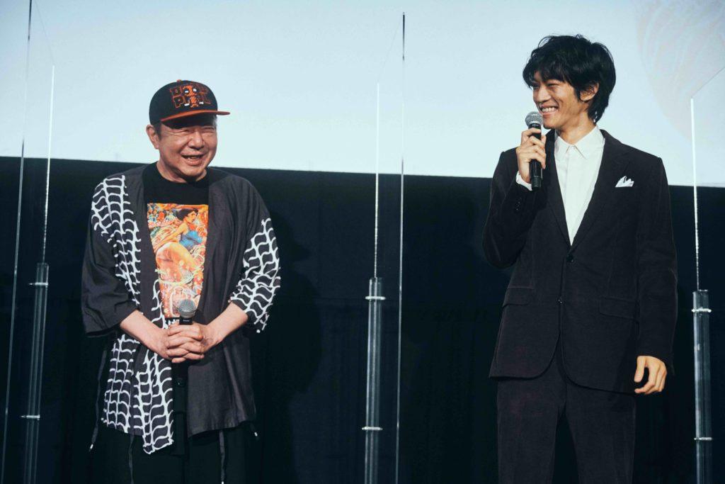 松坂桃李、古田新太のスタミナに驚く 「僕は毎回、疲弊してホテルに帰っていたのに…」 画像1