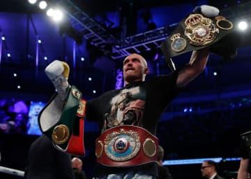 ボクシング、ウシク3団体新王者 ヘビー級、ジョシュアに判定勝ち 画像1