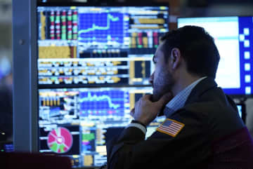 NY株反落、569ドル安 IT関連銘柄売られる 画像1