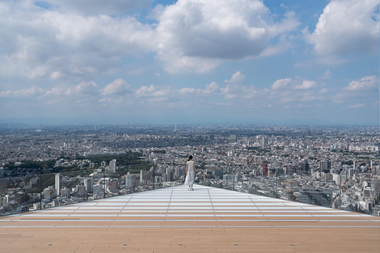 9/15は、SHIBUYA SKYで野外映画上映会。229mから世界を見渡し、平和を望む