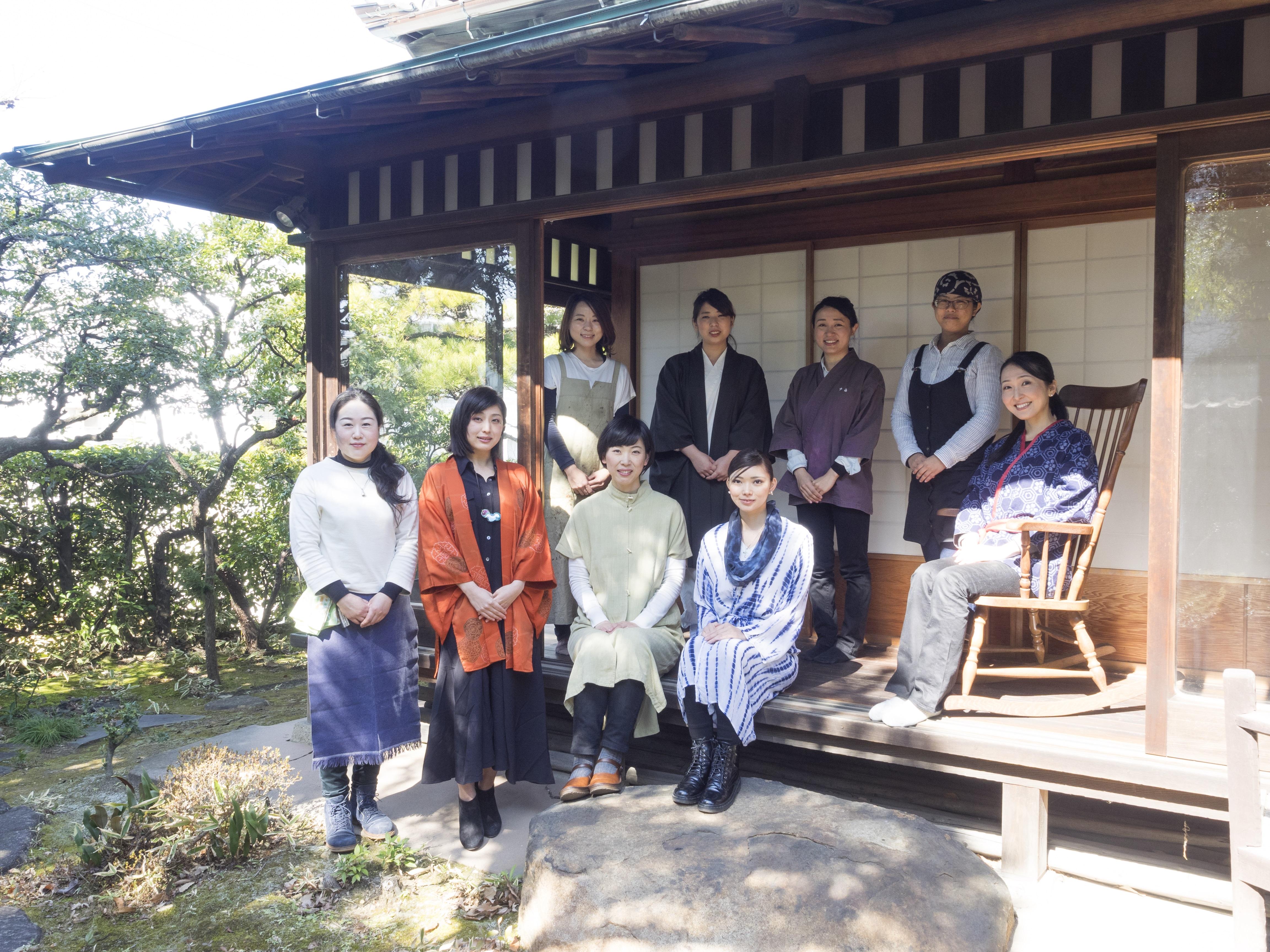 「凛九」のメンバー。右端が梶浦さん。