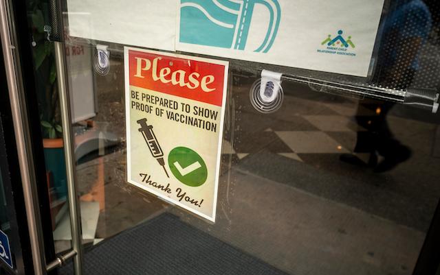 アメリカ、11月から入国する全外国人にワクチン接種義務化!ニューヨークのレストランや劇場は証明が必要 画像2