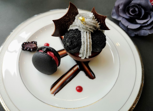 黒いスイーツは予想外の味!「ハロウィンブラック」のアフタヌーンティーを体験 画像6