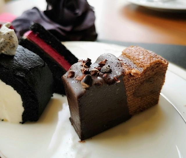 黒いスイーツは予想外の味!「ハロウィンブラック」のアフタヌーンティーを体験 画像17