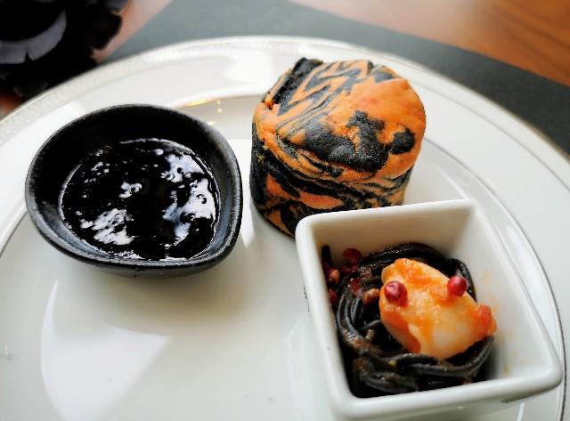 黒いスイーツは予想外の味!「ハロウィンブラック」のアフタヌーンティーを体験 画像24