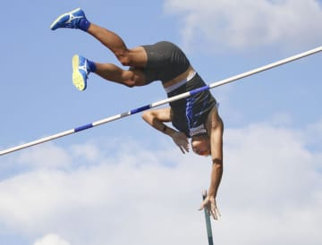 男子棒高跳び、山本聖途が3位 陸上、中部実業団選手権 画像1