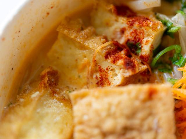 【成城石井エスニック惣菜レビュー】「シンガポール風ラクサ」はスープの旨さが本格的! 画像7