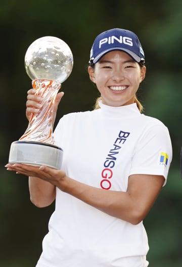 渋野日向子、19年以来の5勝目 女子ゴルフ、プレーオフ制す 画像1
