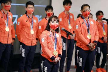 卓球の伊藤美誠「感謝は忘れず」 東京五輪メダリスト表彰式 画像1