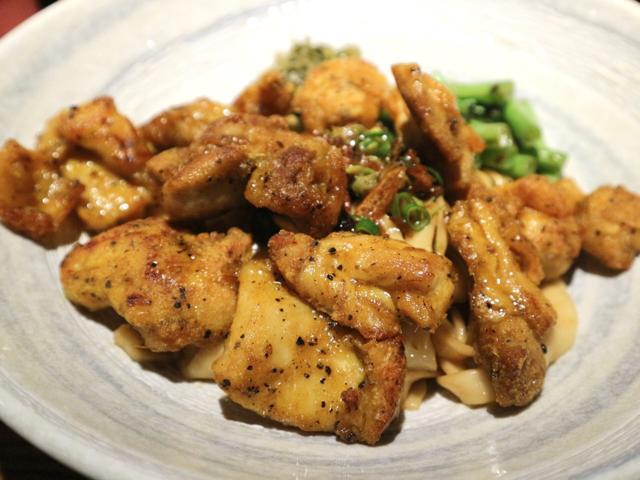 【台湾】揚げたての鶏肉たっぷりの汁なし麺が絶品!隠れ家のような雰囲気の台北「來了就吃」 画像7