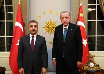トルコ中央銀行の副総裁ら解任 大統領、通貨リラ最安値 画像1